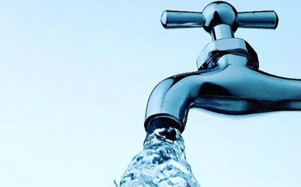 Jeśli chcesz żyć w zdrowiu w zgodzie ze środowiskiem, lepiej nie pij wody z plastikowych butelek