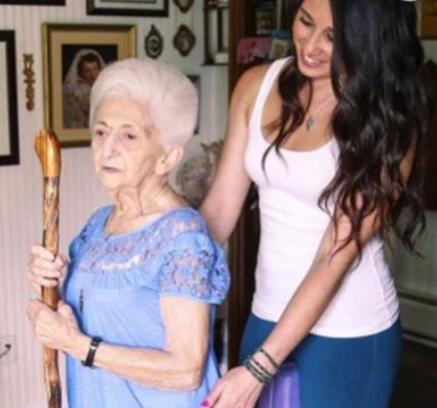 86-letnia kobieta bez pomocy lekarzy wyleczyła poważną skoliozę i odmieniła swoje ciało