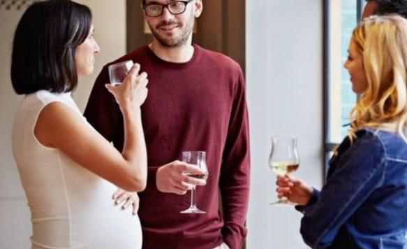 Najnowsze badania pokazują przykre skutki picia nawet niewielkiej ilości alkoholu podczas ciąży