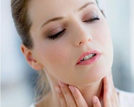 Jak skutecznie zwalczyć ból gardła, który szczególnie często dokucza nam wieczorem i rano?