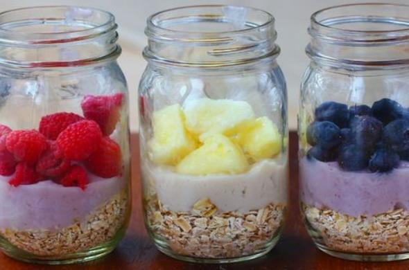 7 pomysłów na zdrowe śniadanie dla niejadka. Sprytnie dostarczysz dziecku niezbędne składniki