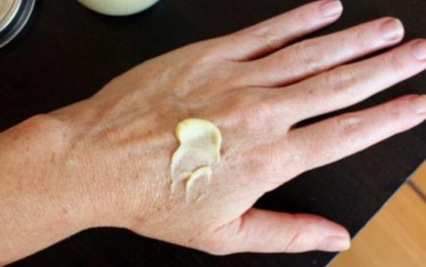 3 maseczki, które pozwolą Ci odmłodzić wygląd dłoni. Niezawodne w zimie