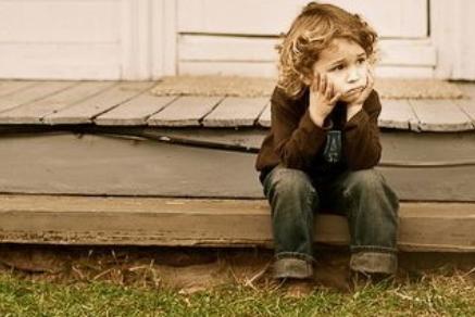 NIGDY nie mów tych 5 rzeczy swojemu dziecku. Mogą poważnie zaszkodzić psychice malucha