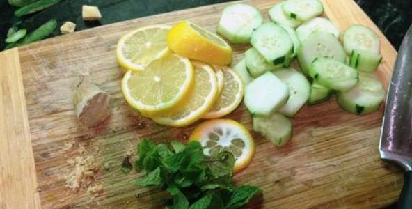Napój z ogórków pomaga zwalczyć zalegający tłuszcz. Pij go codziennie przed snem!