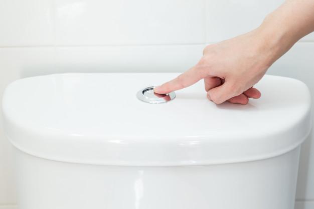Kolor moczu podpowiada ile wody powinno się pić w ciągu dnia. Sygnalizuje również o chorobach