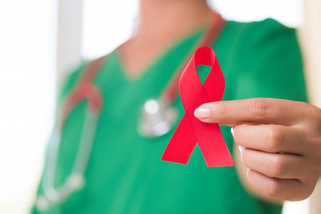 Lista krajów, które nie wpuszczają osoby z HIV jest długa. Polska także powinna dbać o rodaków?