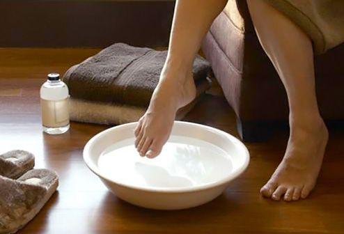 Zrób w domu totalny detoks organizmu. Usuniesz toksyny przez stopy
