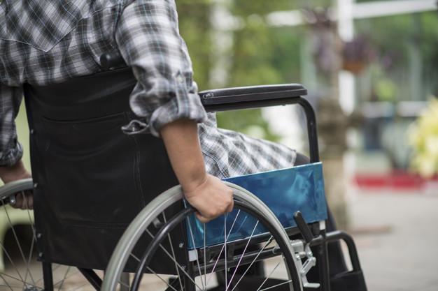 Zanim zaparkujesz obok miejsca dla niepełnosprawnych, zastanów się dwa razy