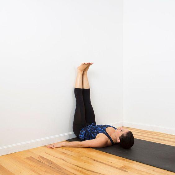 4 sztuczki na plecach i brzuchu, dzięki którym zaśniesz jak dziecko