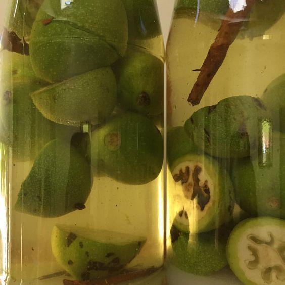Zielone orzechy włoskie