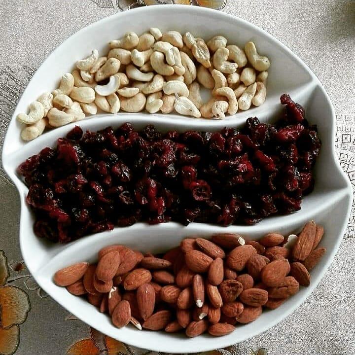 12 zdrowych pokarmów, które mogą Ci zaszkodzić, jeśli zjesz je o złym czasie. Uważaj na banana, orzechy i mięso