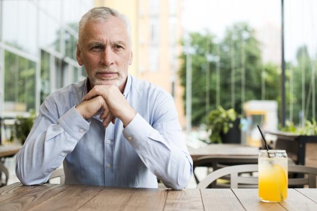 10 cech przez które kobiety uważają starszych mężczyzn za lepszych partnerów