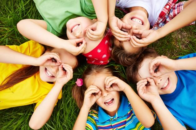 Według badań, dzieci bawiące się na zewnątrz rosną na silniejsze i zdrowsze