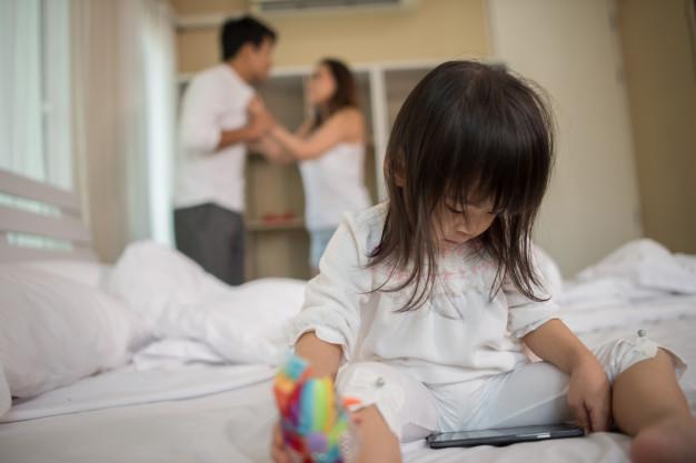 10 poważnych błędów popełnionych przez rodziców, które rujnują życie dziecku
