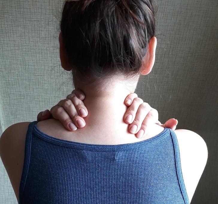 4 samodzielne techniki masażu, które szybko mogą uwolnić Cię od bólu szyi