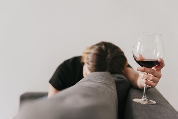 27-letni mężczyzna nie wypił alkoholu i był doszczętnie pijany. Rzadka choroba niszczy mu życie