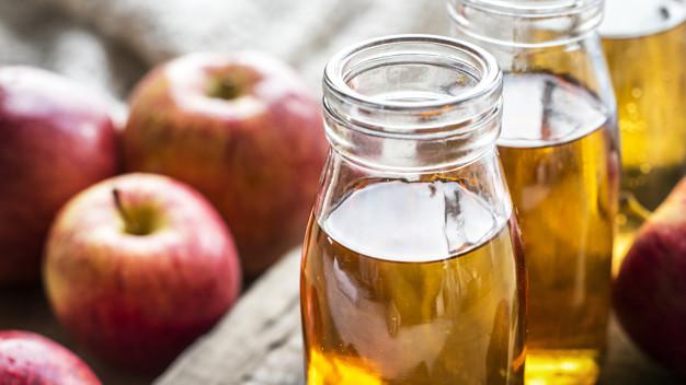 Mycie twarzy octem jabłkowym