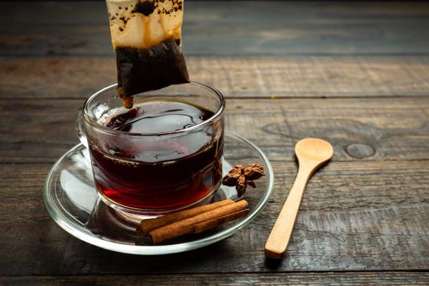 8 powodów, aby pić czarną herbatę codziennie. Rób to w trosce o swoje zdrowie