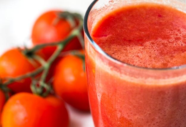Przez 2 miesiące piły 250 ml soku pomidorowego dziennie. Efekty były zadziwiające