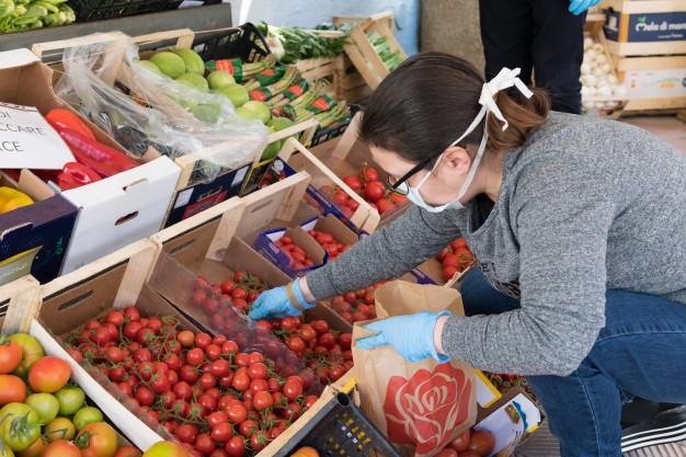 Koronawirus: zalecenia dotyczące spożywania warzyw i owoców. Nowe zasady w domowej kuchni