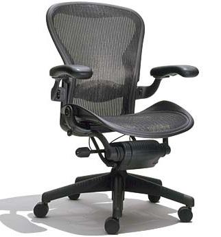 Jaki fotel do komputera wybrać, by praca była mniej obciążająca dla kręgosłupa?