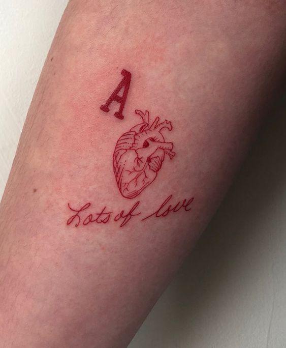 15 pięknych tatuaży z grupą krwi. Zdobią ciało i w skrajnych sytuacjach mogą uratować życie