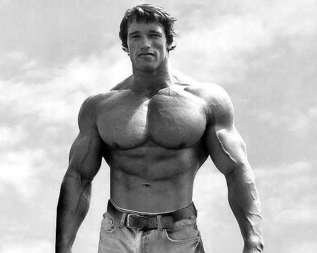 """Arnold Schwarzenegger zaniepokojony kolejnymi zgonami wśród kulturystów. """"Musimy to naprawić"""""""